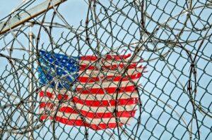 Как будет «тюрьма» по-английски: prison или jail?