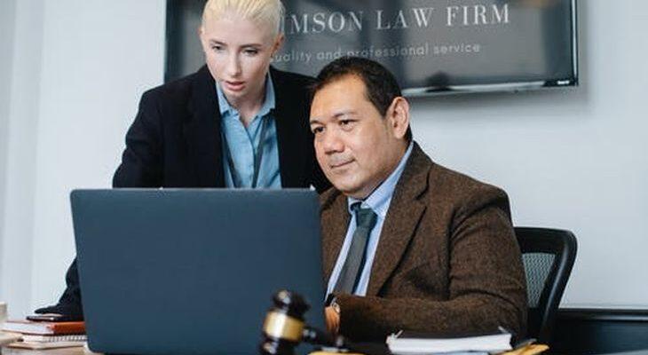 Как будет «юрист» по-английски?